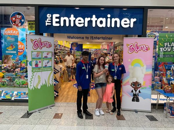Blume Dolls at The Entertainer